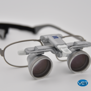 Loupes relevables et TTL Carl ZEISS